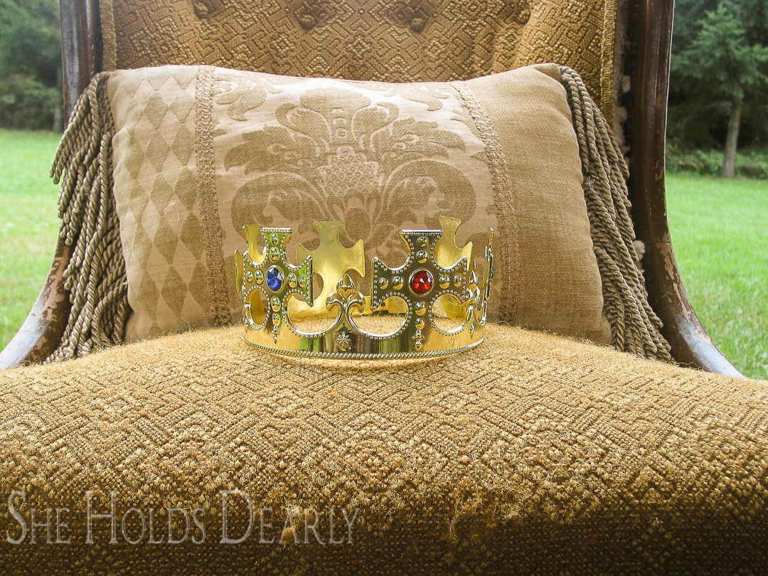 Crown on Throne, Chronicles of Narnia
