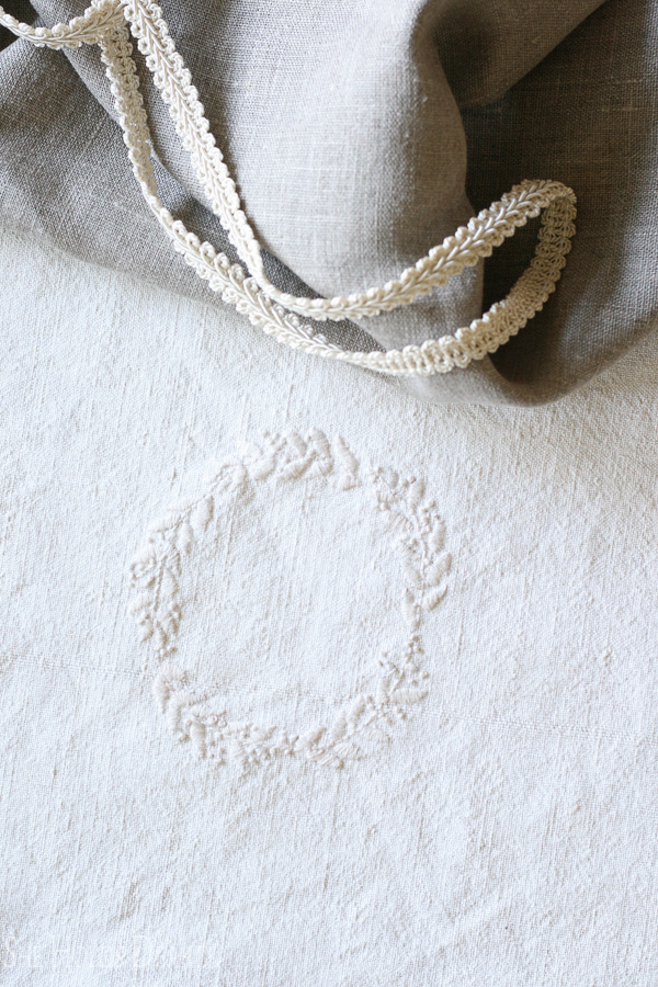 Sometimes it's hard to find the perfect monogrammed linen you want for a project. Why not create your own with a simple pattern and inexpensive supplies? Free wreath printable included in this tutorial.