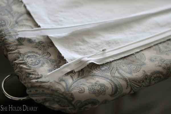 Add a zipper to a throw pillow cover in 10 minutes!