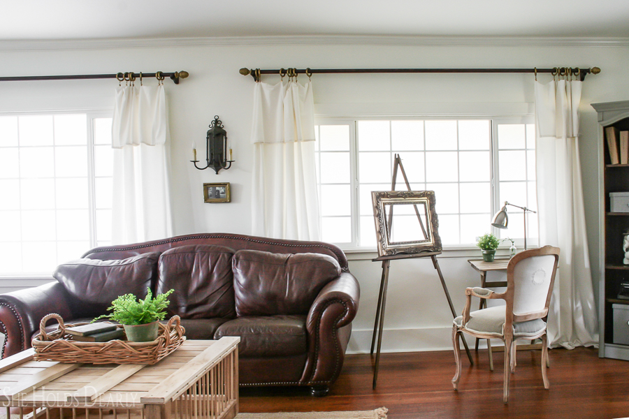 Farmhouse Living Room Decor by sheholdsdearly.com
