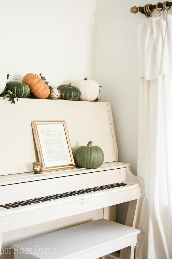 DIY Heirloom Pumpkin Tutorial by sheholdsdearly.com