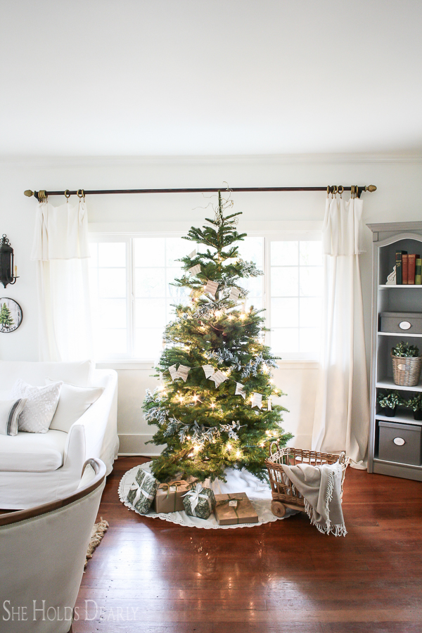 Upcylcing Holiday Decor by sheholdsdearly.com