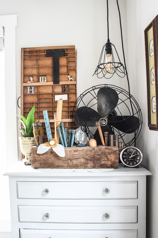 Vintage Vignette- Home Tour by sheholdsdearly.com