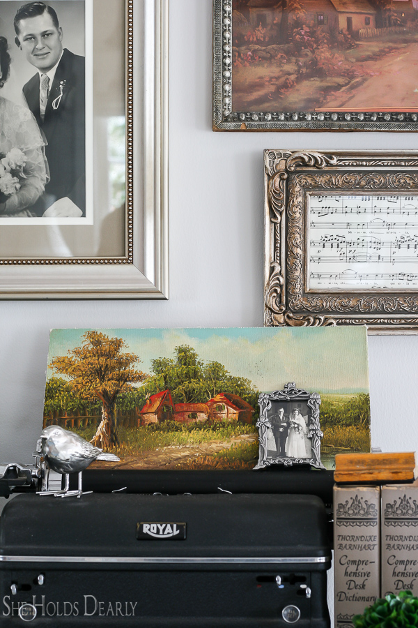 Wall Decor- Old Home Tour by sheholdsdearly.com