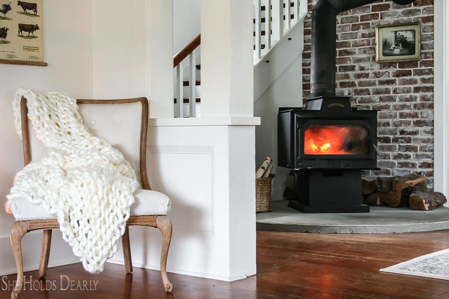 DIY Jumbo Chunky Blanket by sheholdsdearly.com