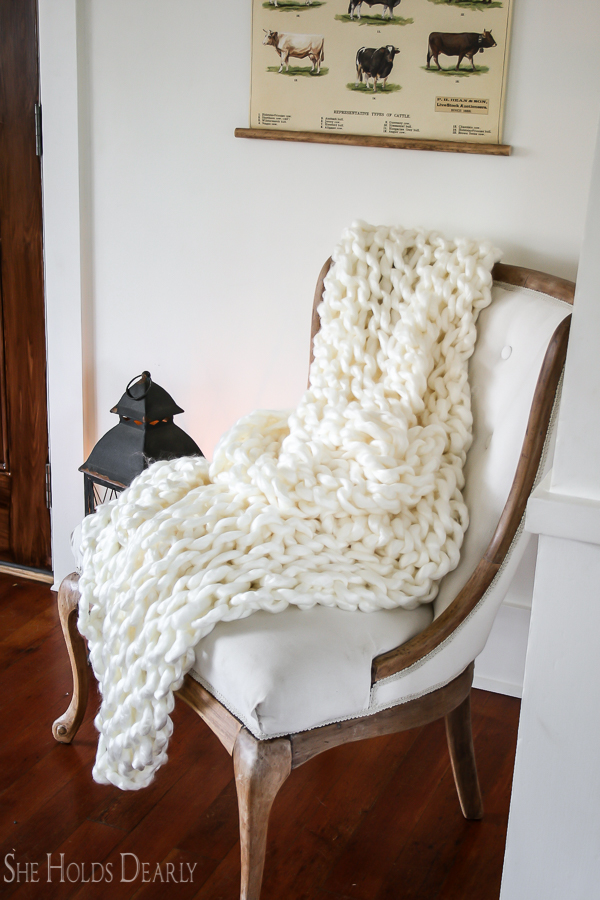 beginner arm knit blanket tutorial she holds dearly. Black Bedroom Furniture Sets. Home Design Ideas