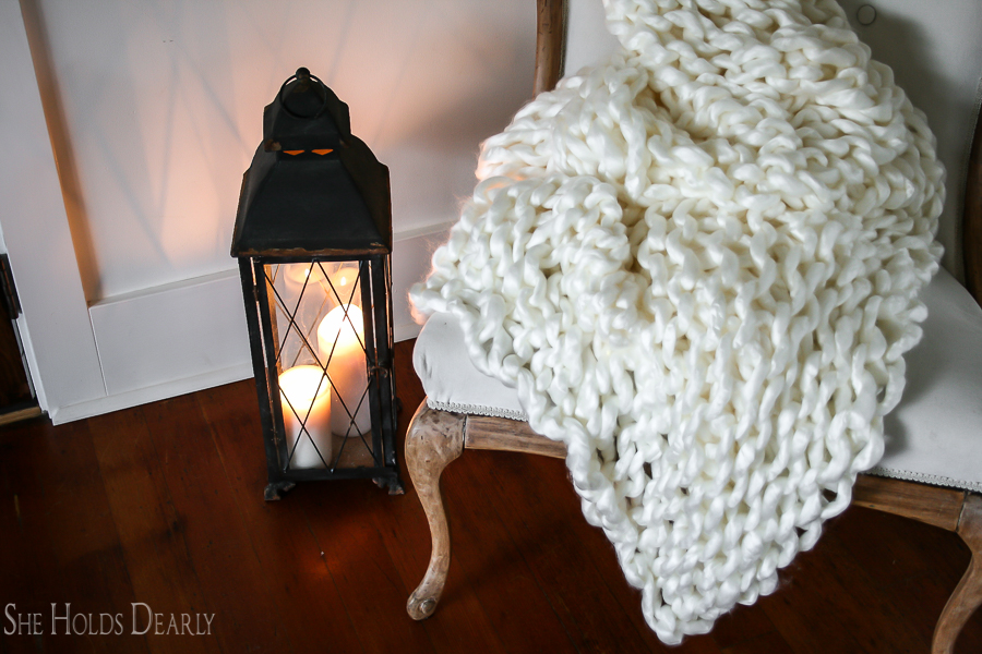 Make Your Own Chunky Blanket by sheholdsdearly.com