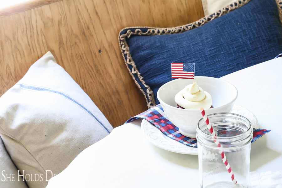 Learn how to quickly set up a darling patriotic, farmhouse style table.