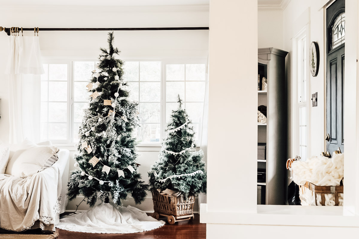 Christmas Living Room Ideas by sheholdsdearly.com
