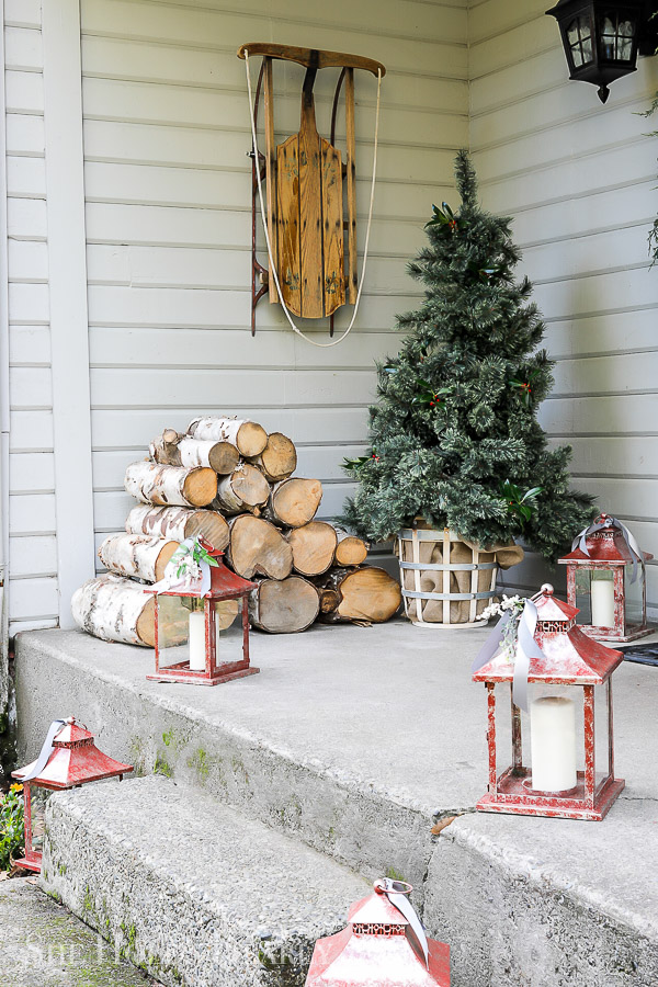Christmas Porch Decorating Ideas by sheholdsdearly.com
