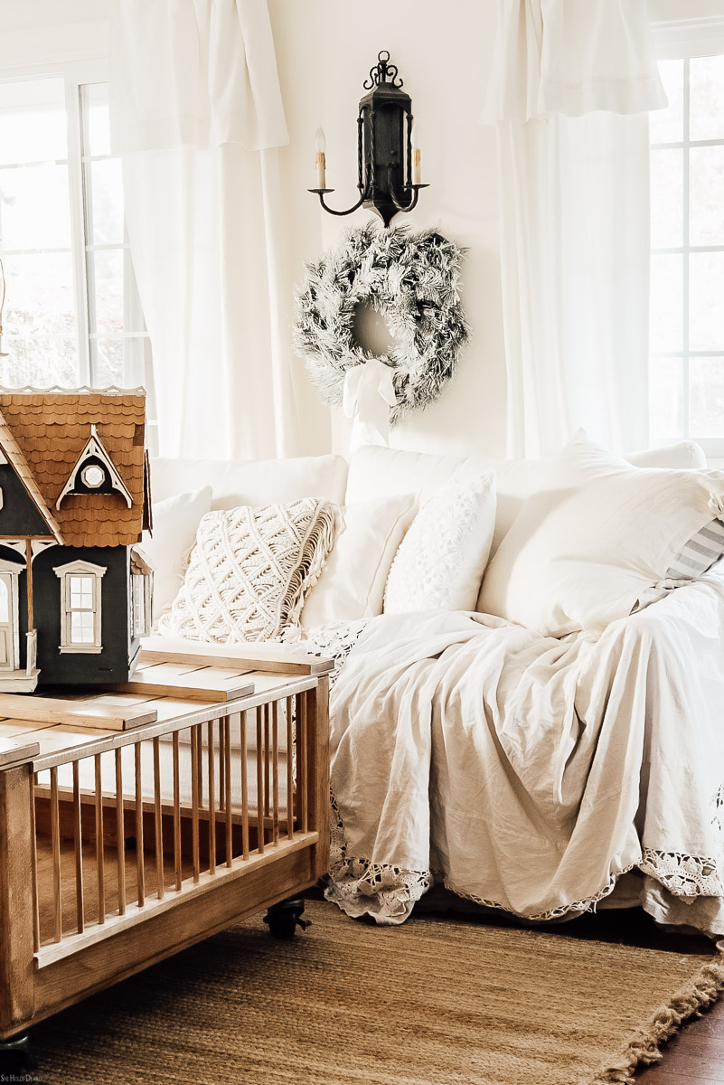 Winter Decor Farmhousestyle by sheholdsdearly.com