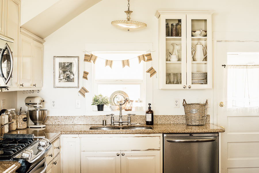 Kitchen Decor Ideas by sheholdsdearly.com
