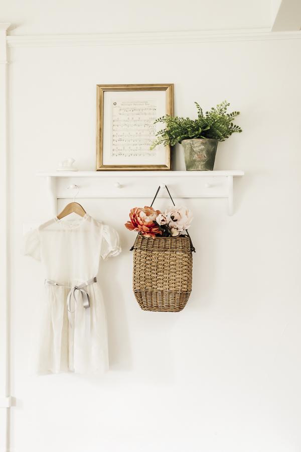 Easter Home Decor Ideas by sheholdsdearly.com