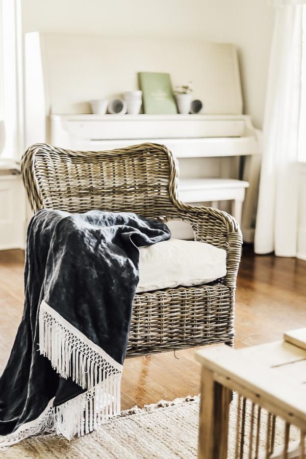Linen Blanket Tutorial by sheholdsdearly.com
