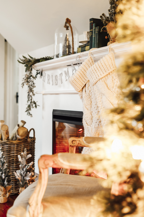 Christmas Mantle Styling