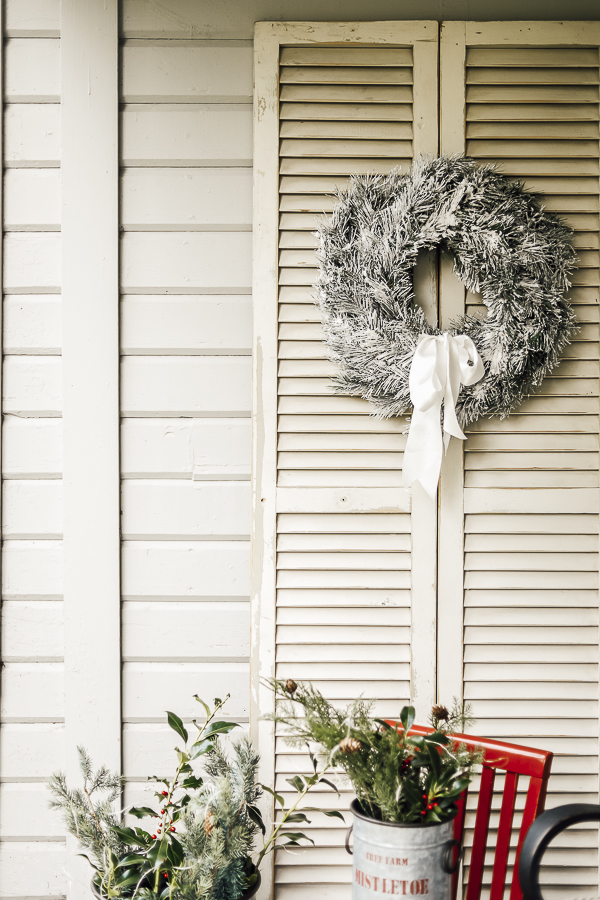 Farmhouse Christmas Front Entry by sheholdsdearly.com