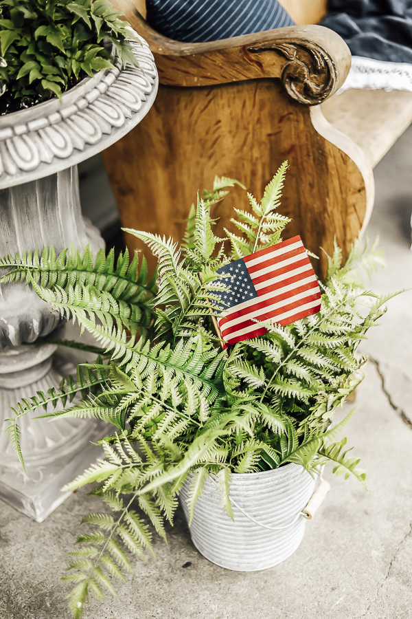 Fourth of July Porch Decorating Ideas by sheholdsdearly.com