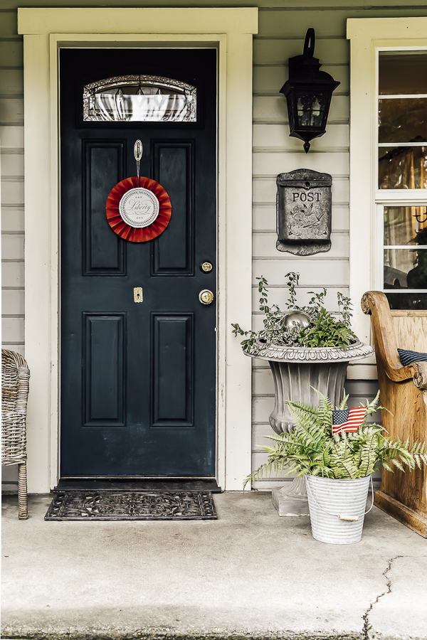 Patriotic Porch Ideas by sheholdsdearly.com