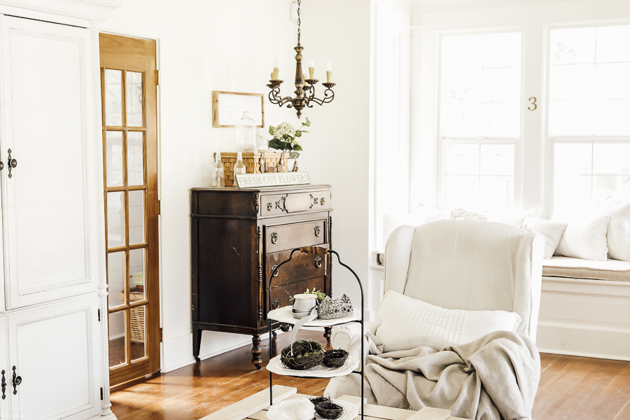 Window Seat Historic Home Tour by sheholdsdearly.com