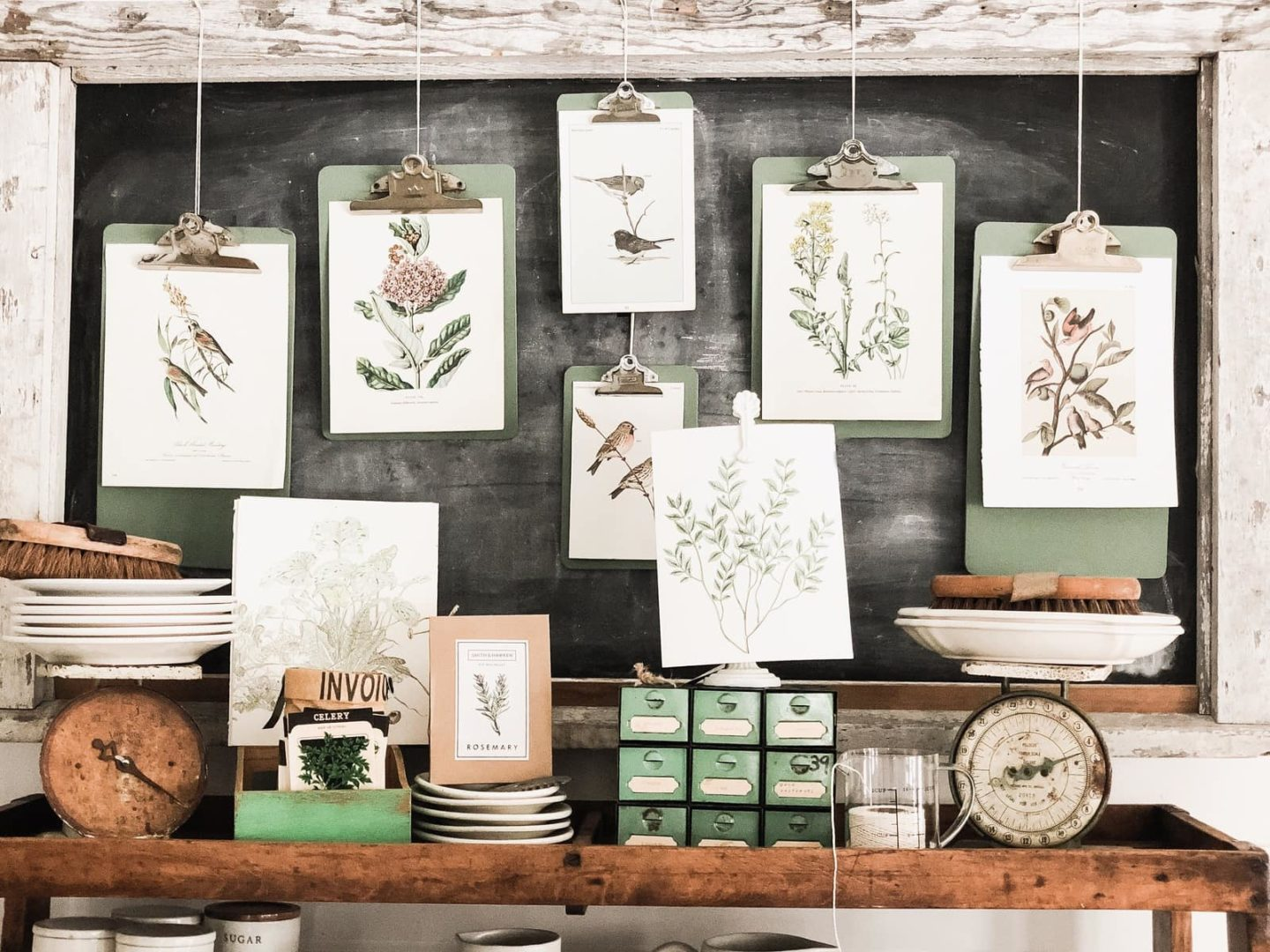 Green Clipboard Spring Wall Decor