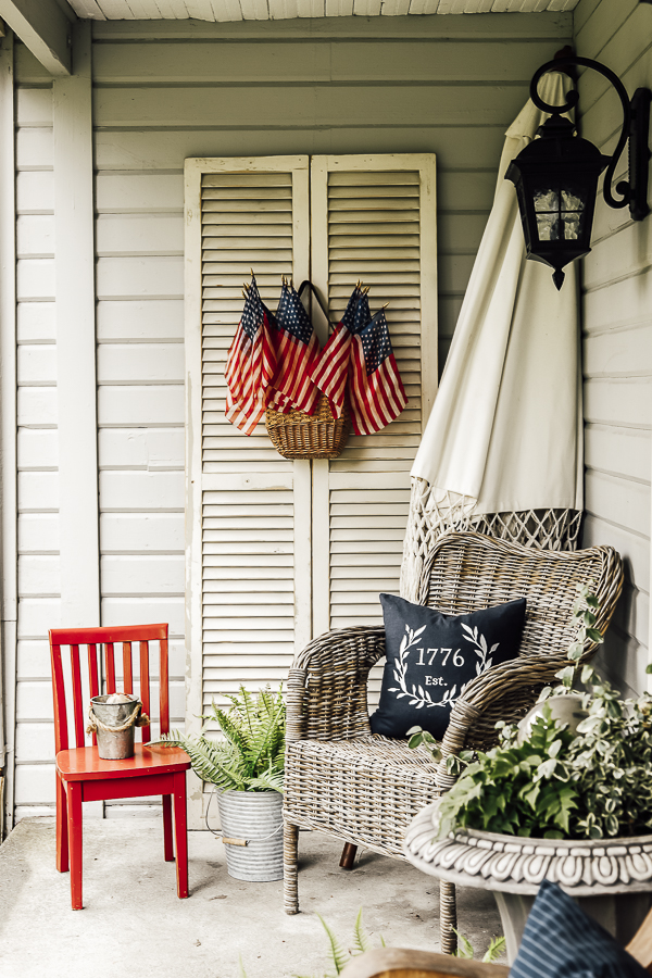 DIY American Patriotic Home Decor Pillow by sheholdsdearly.com