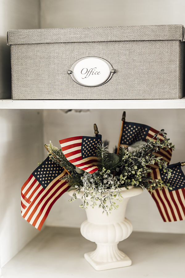 Easy Patriotic Decorating IDeas by sheholdsdearly.com
