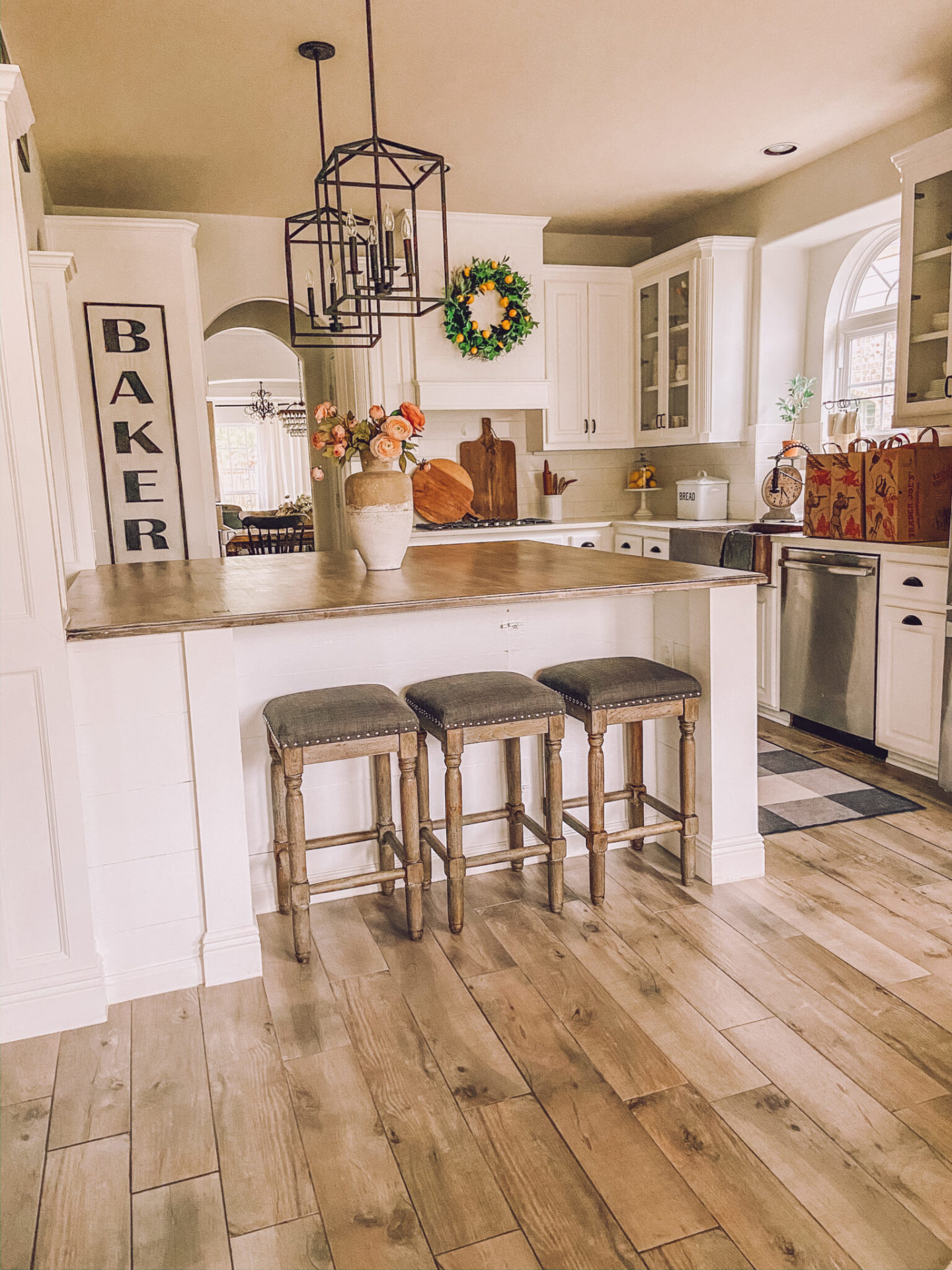 Builder Grade Kitchen Updates by sheholdsdearly.com