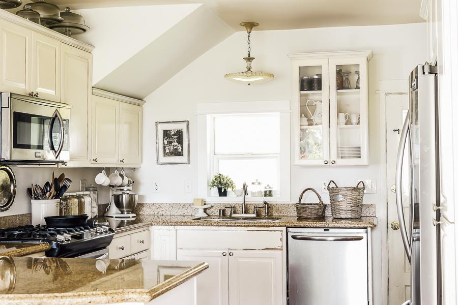 6 Builder Grade Kitchen Updates