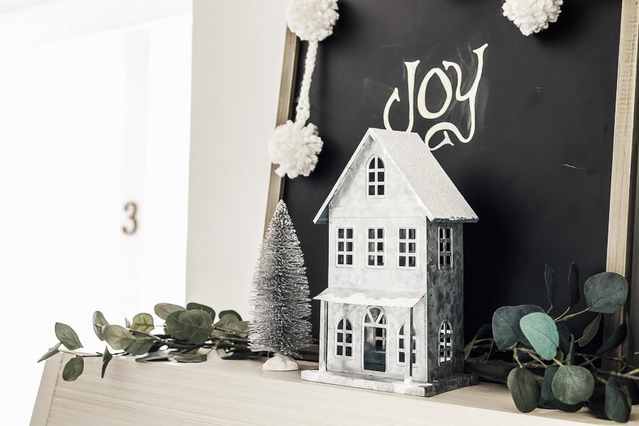 DIY Christmas Pom Pom Garland by sheholdsdearly.com
