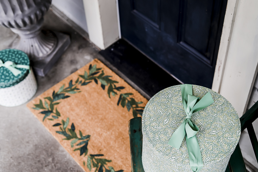 DIY Leaf Garland Door Mat by sheholdsdearly.com