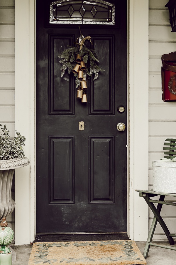 DIY Rustic Farmhouse Style Winter Front Porch Decor by sheholdsdearly.com