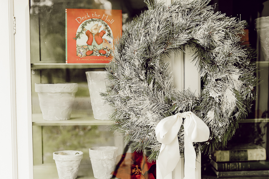 Farmhouse Christmas Decor by sheholdsdearly.com