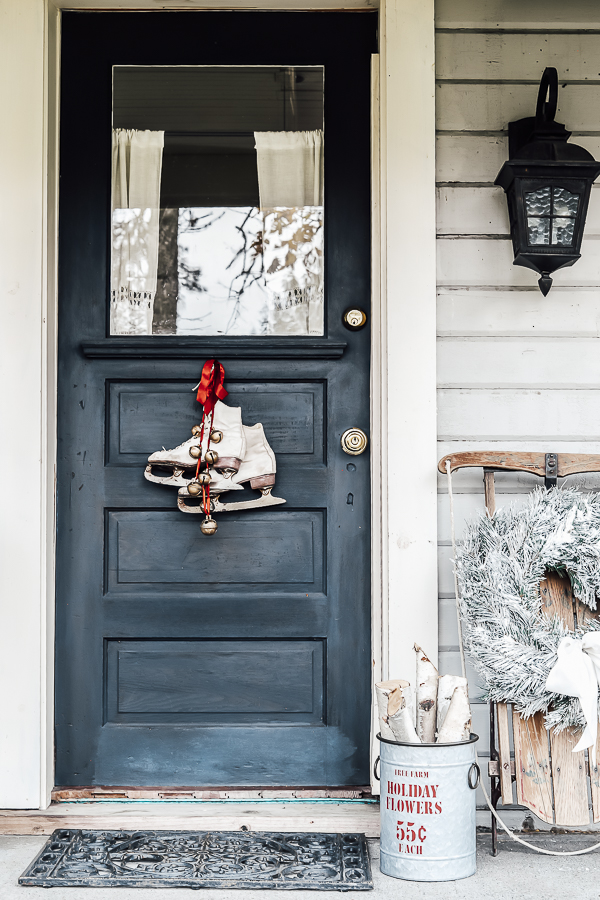 Holiday Front Porch Tour by sheholdsdearly.com