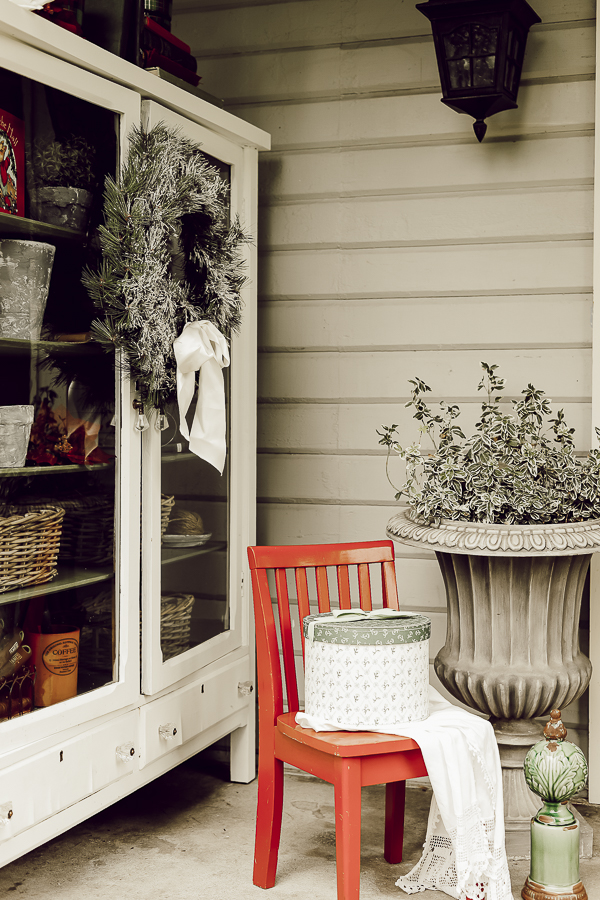 Holiday Porch Tour by sheholdsdearly.com