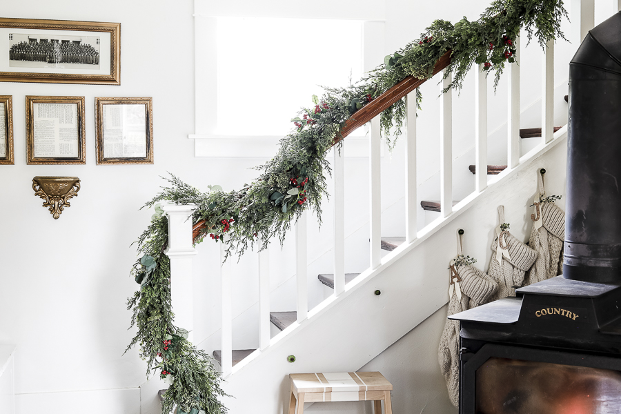Christmas Dining Room Tour by sheholdsdearly.com