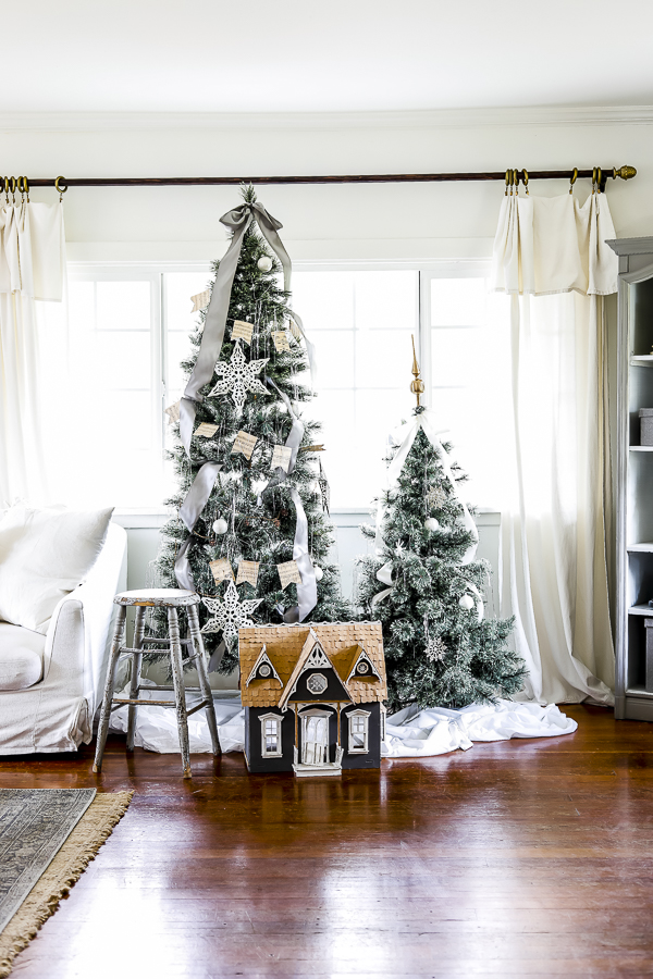 Christmas Living Room Tour by sheholdsdearly.com