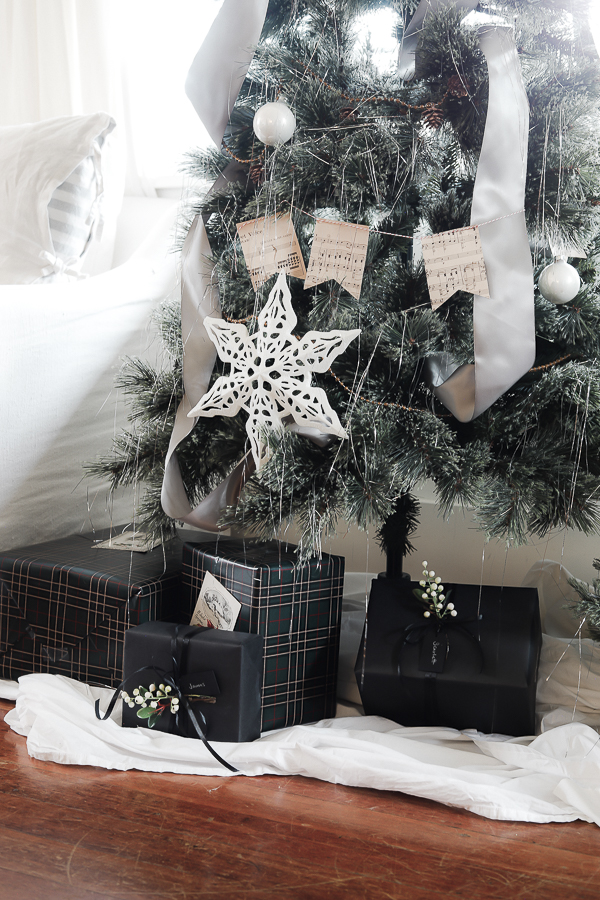 Gift Wrapping Tips by sheholdsdearly.com